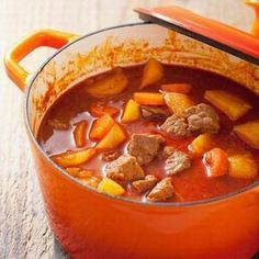 Alföldi gulyásleves Receptek a Mindmegette. Easy Healthy Recipes, Meat Recipes, Slow Cooker Recipes, Easy Meals, Cooking Recipes, Hungarian Cuisine, Hungarian Recipes, Hungarian Food, Food And Drink