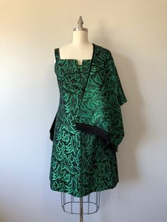 Stunning Dress / Rich Metallic Green With Black Accenting / Vintage Evening Dresses / Mod Style / Go Go / Vintage Weddings Vintage Gowns, Vintage Style Dresses, Vintage Weddings, Vintage Outfits, Vintage Clothing, Black Evening Dresses, Fall Dresses, Mod Fashion, Vintage Fashion