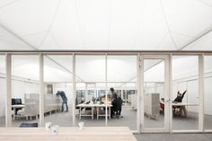Tentkamers verzachten kantoor Tichelaar - architectenweb.nl