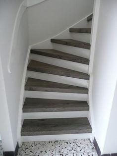 Bekijk de foto van JeanetM met als titel Lichte trap met donkere traptreden. Gezien bij Wolfs traprenovatie. en andere inspirerende plaatjes op Welke.nl.