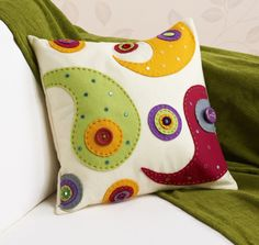 How to Make a Felt Applique Cushion #CushionMaking #Applique #DIY