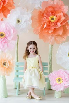 So fun - Large Flowers for a Spring Carnival! Photography Mini Sessions, Spring Photography, Outdoor Photography, Photography Props, Children Photography, Spring Pictures, Easter Pictures, Easter Backdrops, Spring Carnival