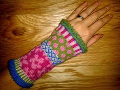 gloves made from socks pfeiferei: Klein - aber fein Fingerless Mittens, Knitting Charts, Knitting Patterns, Alpaca My Bags, Lace Gloves, Textiles, Fair Isle Knitting, Iphone Skins, Mittens