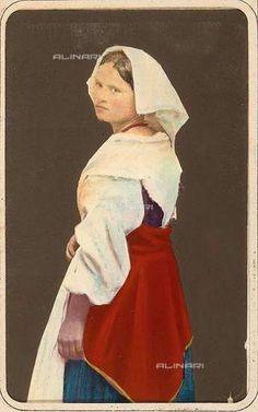 """""""Costumi della campagna romana e napoletana"""": donna in costume tradizionale di Piedimonte San Germano, Lazio"""