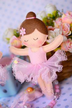 Atelier - Boutique D' Caroline: bailarina Felt Animal Patterns, Stuffed Animal Patterns, Doll Crafts, Sewing Crafts, Boutique D Caroline, Ballerina Ornaments, Diy And Crafts, Crafts For Kids, Felt Banner