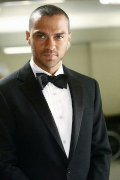 Jesse Williams is best known for playing Dr Jackson Avery in Grey's Anatomy and also because he has the most piercing eyes ever (ok, m. Jackson Avery, Jesse Williams, Meredith Grey, Patrick Dempsey, Dr Avery, Greys Anatomy Season 8, Grays Anatomy, Look At You, How To Look Better