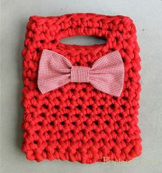 Cute spaghetti yarn bags with a gingham bow. Pretty cute.