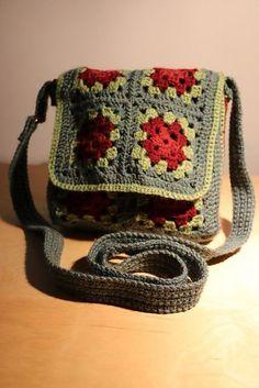 Ravelry: Free crochet pattern for Granny Square Messenger Bag  by Judith L. Swartz
