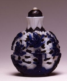 A glass overlay snuff bottle, 1800-1860.