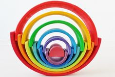 Stacking with one of the more than 100 ideas and examples with this open end play toys - Mamaliefde. Grimm's Toys, Kids Toys, Grimms Rainbow, Rainbow Blocks, Wooden Rainbow, Handmade Wooden Toys, Stacking Toys, Wooden Train, Waldorf Toys