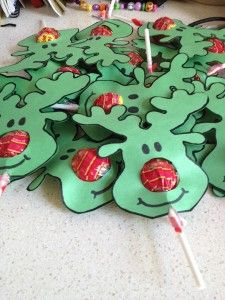 Reindeer Face Lollypops / Put a basket-full under the tree.  You will need 2 heads for ea, lolly.