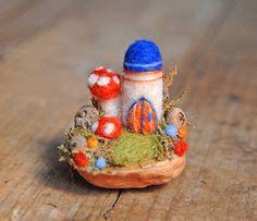 Kleines Schloss Nadel Filz Walnut Shell blau von gingerlittle, $26.50