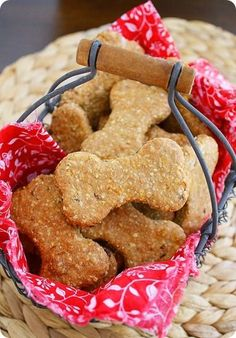 Homemade Peanut Butter-Bacon Dog Treats – All-natural dog treats with peanut butter, oats, bacon and carrots! | thecomfortofcooking.com