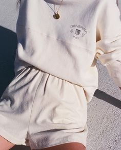 cozy outfit inspiration | casual style | all white look | vintage vibes | vintage outfit idea | Fitz & Huxley | www.fitzandhuxley.com