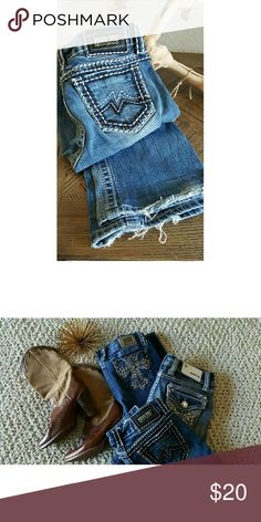 Miss Me Jeans - Sz 28 Thick Stitch design on pockets. Pre-owned and in good condition. Disclosure: slightly distressed on bottom hem. Miss Me Jeans