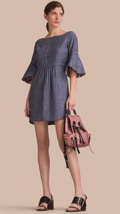 Vestido de cambraia de algodão com mangas boca de sino e detalhe xadrez Índigo Claro | Burberry