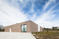 Image 1 of 28 from gallery of Open Patio House / PROD arquitectura & design. Photograph by João Morgado