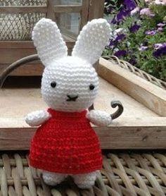 Knuffies: Nijntje met patroon. Crochet amigurumi rabbit