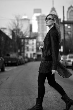Love her style. via eat sleep wear Eat Sleep Wear, Four Eyes, Pretty Images, Street Snap, Weekend Wear, Love Her Style, Girls Be Like, Girls Night, Lifestyle Blog