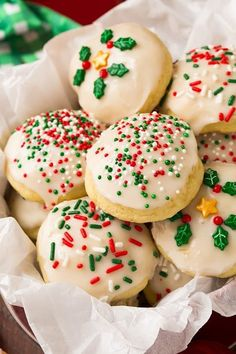 'Tis the season for Christmas cookies! From gingerbread to festive sugar cookies, there are over 200 of the best Christmas cookie recipes with pictures. Italian Christmas Cookies, Best Christmas Cookies, Christmas Sweets, Christmas Cooking, Holiday Cookies, Christmas Drinks, Christmas Christmas, Handmade Christmas, Italian Ricotta Cookies