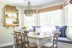 64 Trendy Ideas For Breakfast Nook Table And Chairs Home Tours Breakfast Nook Table, Kitchen Breakfast Nooks, Kitchen Nook, Eat Breakfast, Kitchen Ideas, Kitchen Inspiration, Country Breakfast, Kitchen Banquette, Banquette Seating