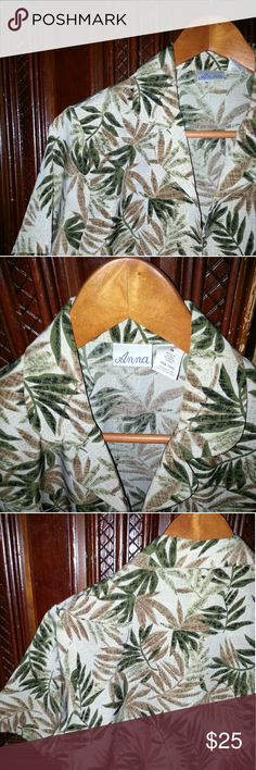 """Vintage Tropical Leaf Hawaiian Shirt Size S Get into tropical vacation mode during  any season with the help of this beautiful Woman's  Vintage vutton up short sleeve Hawaiian shirt. 100% polyester made in Korea by the name brand """"Anna"""" Vintage Tops Button Down Shirts"""
