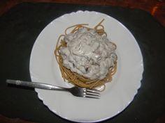 Razowe spaghetti z kremowym sosem