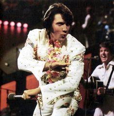 Honolulu ( Hawaii ) january 12 1973 , Aloha from Hawaii rehearsal show. Elvis Presley Concerts, Elvis In Concert, Elvis Presley Photos, Rock N Roll, Elvis Aloha From Hawaii, Aloha Hawaii, Honolulu Hawaii, Are You Lonesome Tonight, Karate Kick