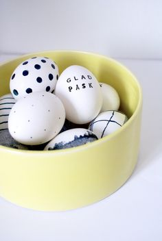 Black and White painted eggs #DIY #Easter