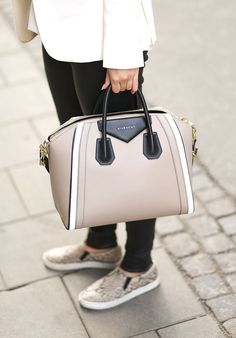 Neutral tones with the Antigona Givenchy bag.