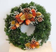 Výsledek obrázku pro dusickove kose Xmas Wreaths, Door Wreaths, Funeral Arrangements, Flower Arrangements, Sympathy Flowers, Floral Hoops, Fall Decor, Holiday Decor, Funeral Flowers