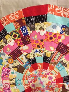 "Great Dresden Template quilt tutorial.  Uses scraps and makes a 35"" circle for applique onto a baby quilt. reannalilydesigns.com"