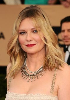 Actress Kirsten Dunst walked the red carpet at the 2017 Screen Actors Guild Awards. Jessica Chastain, Blake Lively, Christian Dior, Elyse Knowles, Most Beautiful Hollywood Actress, Cool Blonde, Saab, Glamour, Kirsten Dunst