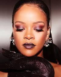 Rihanna stole hearts at the summer 2018 red-carpet movie premiere wearing… Rihanna Images, Rihanna You, Rihanna Makeup, Rihanna Looks, Runway Makeup, Rihanna Fenty, Makeup Tips, Eye Makeup, Makeup Ideas