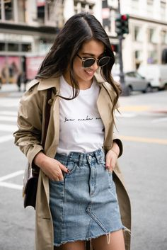 0c3c398d43cb26 Casual in the City    White sneakers   Trench coat