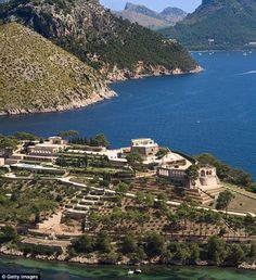 In The Night Manager, the La Fortaleza is the lair of ¿the worst man in the world¿ ¿ billionaire arms dealer Richard Roper, played by Hugh Laurie