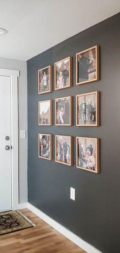 Photo Wall Decor, Family Wall Decor, Family Pictures On Wall, Family Picture Walls, Hanging Family Photos, Display Family Photos, Wall Photos, Home Living Room, Living Room Decor