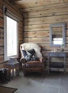 Are you looking to brighten up a dull room and searching for interior design tips? One great way to help you liven up a room is by painting and giving it a whole new look. Chalet Interior, Interior Exterior, Interior Design, Interior Livingroom, Kitchen Interior, Cabin Homes, Log Homes, Cottage Shabby Chic, Dere
