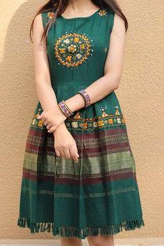 Girls Frock Design, Fancy Dress Design, Fancy Blouse Designs, Stylish Dress Designs, Designs For Dresses, Dress Indian Style, Indian Fashion Dresses, Indian Designer Outfits, Simple Kurti Designs