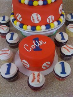 love the baseball themed cake!