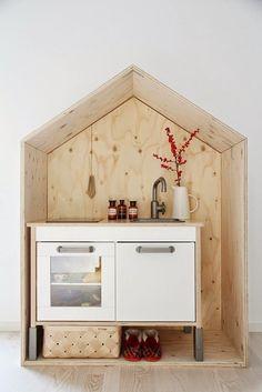 play house with IKEA play kitchen Ikea Duktig, Play Kitchens, Kids Corner, Kid Spaces, Kidsroom, Kids Decor, Boy Decor, Play Houses, Mini Houses