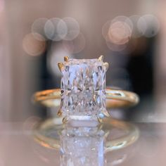 This one tripped us all up. A 2.50 carat Radiant cut set in our DE 2000, with fully exposed edges and ultra fine split prongs. Needless to say she got snapped up pretty quickly! Traditional Engagement Rings, Best Engagement Rings, Radiant Cut Diamond, Diamond Cuts, Solitaire Setting, 18k Rose Gold, Wedding Bands, Pretty, Products