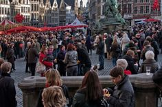 Het stadsbestuur wenst iedereen het beste voor 2016 en nodigt alle Antwerpenaars uit op zondag 3 januari voor de nieuwjaarsdrink op de Grote Markt en de Suikerrui. Wie na de nieuwjaarsborrel nog de…