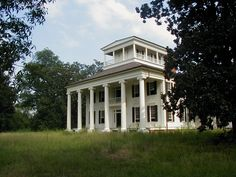 Rosemount Plantation, Forkland Alabama Known as & Grand Mansion of Alabama& it is considered one of the finest examples of pure Greek Revival antebellum architecture in the state. The house was restored in 2005 but currently sits abandoned. Southern Plantation Homes, Southern Mansions, Southern Plantations, Plantation Houses, Southern Homes, Southern Farmhouse, Southern Charm, Southern Living, Old Abandoned Houses