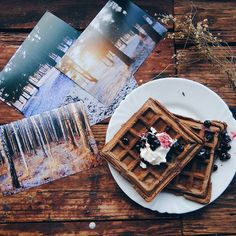 Моя гастрономическая слабость 💜Waffles - my favourite breakfast. Which waffles do you love more than others? #vsco #vscocam #vscorussia #cozy #craft #analog #winter #waffles #sweet #breakfast #food #liveautentic #livefolk #retro #wooden #forest #liveadventurously #livethelittlethings #livegreen