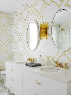 money bathroom decor - Internal Home Design White Bathroom Tiles, Yellow Bathrooms, White Tiles, Gold Bathroom, Bathroom Interior, Mosaic Bathroom, Bathroom Mirrors, Mosaic Tiles, Glitter Bathroom