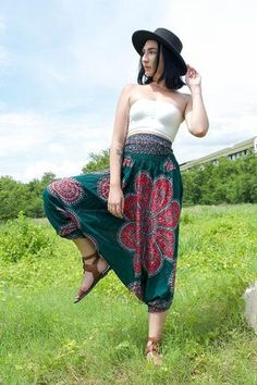 Harem Garden is Thai clothing company based in the United States. With every order you get FREE shipping within the US and FREE returns. Good Thai Pants.