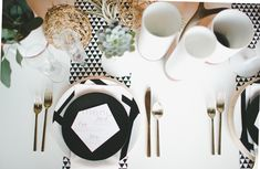 Rustic black and white wedding idea | Photo by Jenavieve Belair | 100 Layer Cake