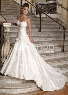 Elegant Celebrity Wedding Dress Replica - http://casualweddingdresses.net/celebrity-wedding-dresses-look-like-a-celebrity-bride-without-hurting-your-budget/