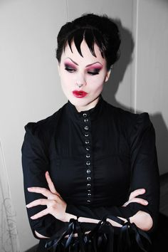 Fellow blogger MothMouth doing a Dark Shadows look.  I love her style!  (from her blog Through The Looking Glass)